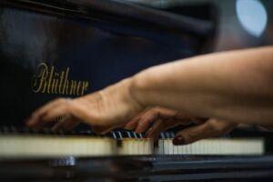Recital de piano e espetáculo teatral celebram a data