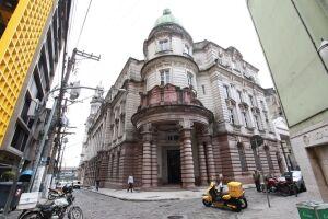O Museu do Café fica à rua XV de Novembro, 95, no Centro Histórico de Santos