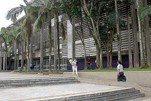 A Prefeitura dá o exemplo, apagando as luzes externas do Paço Municipal, da Biblioteca Municipal Central, da Praça da Cidadania (Vila São José) e do Cristo Redentor do Parque Cotia-Pará