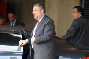 Palocci foi quem direcionou ao ex-ministro da Fazenda e ex-deputado federal, Antônio Delfim Netto, 10% da propina