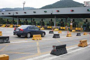 A circulação de veículos pelas estradas pedagiadas do País recuou 1,1% em fevereiro na comparação com janeiro, já descontados os efeitos sazonais