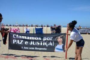Protesto na Praia de Copacabana lembra morte há um ano da menina Maria Eduarda, e de outras 46 crianças vítimas da violência
