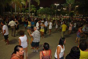 Os bailes são opções de diversão para toda a família no fim de tarde de domingo (18), das 18h às 22h