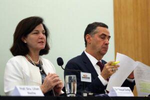 Raquel Dodge e o ministro Luís Roberto Barroso participam da palestra Direito à Água promovida pela UniCeub