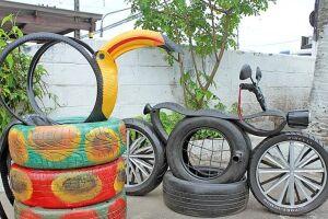 As peças decoram gratuitamente espaços públicos de São Vicente como creches, escolas e até a prefeitura.