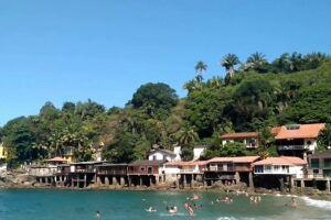 Local é cercado por condomínios, que proibiam o acesso de banhistas que não fossem dali.