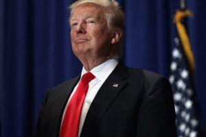 Trump afirmou que o endurecimento dos processos para aquisição de armas de fogo tem apoio total da Casa Branca