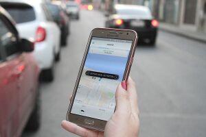 Serviços de transporte por aplicativo deverão ser fiscalizados por prefeituras