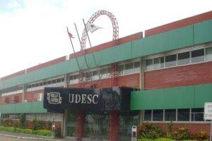 Pelo menos dez alunas da Universidade Estadual de Santa Catarina (Udesc) denunciaram um professor de História por abuso sexual e estupro.