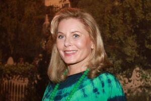 A atriz afirma que sai do set de gravações renovada por conta da convivência com os jovens atores.