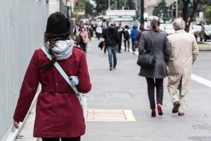 A queda da temperatura foi provocada pela combinação do ar polar que chegou à cidade no sábado