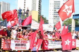 """Os manifestantes prometem fazer vigílias, passeatas e bloqueios de ruas e estradas, marcando o """"Dia Nacional de Luta em Defesa da Liberdade de Lula"""""""