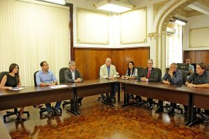 Prefeito se reuniu na tarde desta sexta-feira com representantes de associações de empresas portuárias