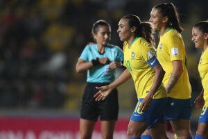 Com o resultado, a equipe do Brasil lidera o Grupo B da competição e fecha a fase de grupos contra a Bolívia nesta sexta-feira (13)