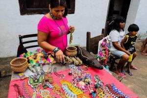 Evento conta com apresentações culturais e venda de artesanato