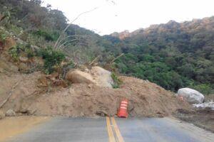 O deslizamento aconteceu por volta das 5h de quarta-feira (11)