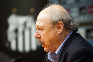 José Carlos Peres, do Santos, concedeu entrevista coletiva nesta quinta-feira