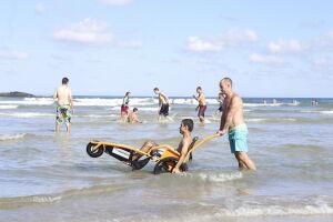 """O """"Praia Acessível"""" é realizado de quinta a domingo, das 10 às 15 horas"""