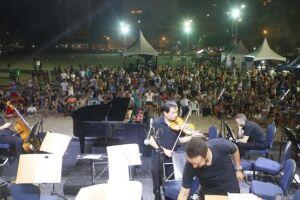 A apresentação reuniu cerca de 3 mil pessoas na Praia de Pitangueiras e durou cerca de uma hora, com pedidos de bis