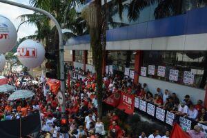 Manifestantes estão bloqueando todas as saídas do sindicato.