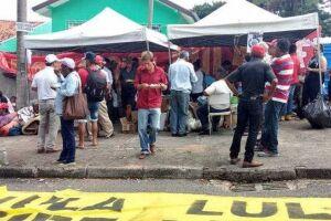 O acampamento pró-Lula fica a menos de 1 km da sede da Polícia Federal, onde o ex-presidente está preso desde o último dia 7.