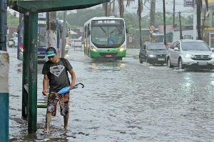 A entrada da Cidade de Santos novamente sofre com a chuva