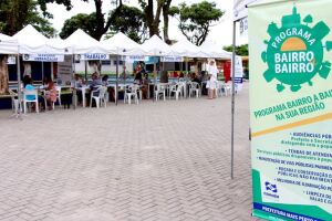 Em espaço aberto, as tendas de atendimento oferecem à população serviços como exames de saúde, renegociações de débitos fiscais, emissão de documentos pessoais, entre outros