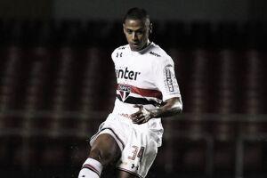 Bruno Alves carrega números expressivos e atuações seguras para tentar ganhar espaço com Diego Aguirre