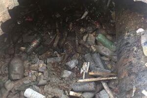 Equipes da Prefeitura executaram a limpeza do canal nesta quarta-feira (25)