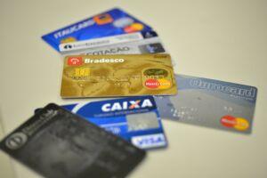 Goldfajn acrescentou que a diferenciação de preços entre pagamento a prazo e à vista já está acontecendo