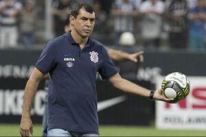 Carille, que vetou a presença dos jornalistas em momento do treino voltado à parte tática, deve repetir um Corinthians sem centroavante que funcionou bem no primeiro dérbi da temporada