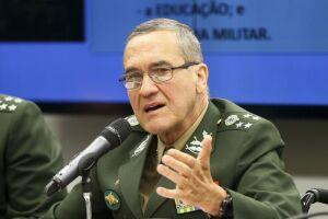 """O general Eduardo Villas Bôas, comandante do Exército, afirmou por meio de uma mensagem, lida nesta quinta-feira (19), que a corrupção, a impunidade e a ideologização dos problemas nacionais são """"reais ameaças"""" à democracia"""