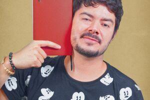 Edson Junior grava seu segundo especial de comédia e escolheu Praia Grande como cenário