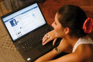 Ao todo, dados de pelo menos 87 milhões de usuários da rede social podem ter sido obtidos pela consultoria, a partir de um quiz feito pelo pesquisador Aleksandr Kogan