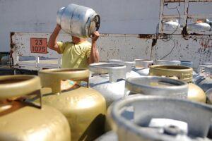 A partir de quinta-feira os botijões de gás serão vendidos às distribuidoras por R$ 22,13