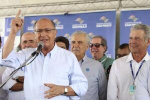 O governador negou que a proximidade das eleições presidenciais tenha sido motivo para as entregas das estações às pressas
