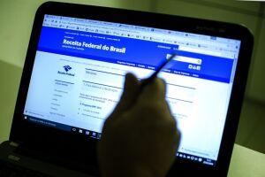 Para saber se teve a declaração liberada, o contribuinte deverá acessar a página da Receita na internet, ou ligar para o Receitafone, 146