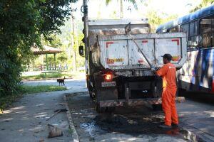 O serviço é executado pela equipe da operação Cuidando de Santos