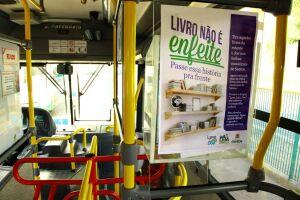 Os displays nos coletivos e pontos de ônibus serão abastecidos com doações feitas ao projeto