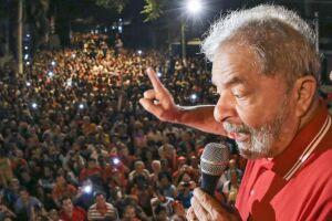 Lula foi condenado a 12 anos e um mês de prisão por corrupção passiva e lavagem de dinheiro no processo do caso triplex do Guarujá