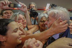 Lula espera que a Polícia Federal venha prendê-lo