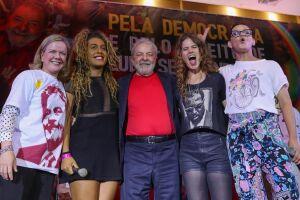 Lula foi condenado a 12 anos e 1 mês de prisão pelo caso do triplex.