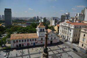 Marco histórico e turístico de São Paulo, o prédio do Pateo do Collegio, no centro da capital paulista, amanheceu com a sua fachada pichada
