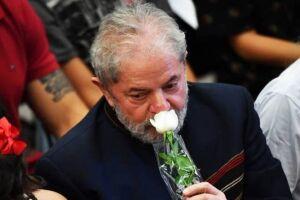 Lula fez um acordo com a Polícia Federal para se apresentar depois de encerrada a missa.
