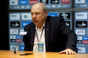 José Carlos Peres durante entrevista coletiva na Vila Belmiro
