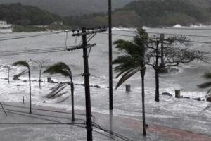 As ondas podem atingir 2,5 metros nesse final de semana na Baixada Santista.