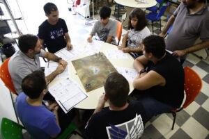 O Roda de Jogos traz sessões de RPG (interpretação com livros), boardgame (tabuleiro), cardgame (carta), wargame (guerra com bonecos) e Larps (jogos teatrais), além de exposição de livros e jogos ou protótipos trazidos pelo próprio público