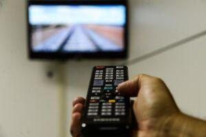 Ao todo, 7,4 milhões de domicílios registraram acesso à internet pela TV em 2017, contra 5,3 milhões em 2016