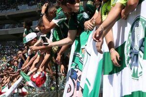 Diferentemente do registrado no treino do Corinthians na última sexta-feira, não houve tentativa de invasão dos torcedores.