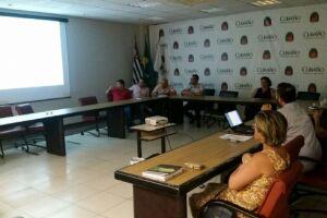 Prefeitura e comerciantes discutem coleta, reciclagem e logística reversa